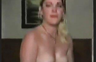 زن با آشکار نمایش دهنده تمایلات سازماندهی متوسط پیک نیک با عضلانی در چمن سبز در پارک شهر که در آن دیوانه وار بی رحمانه سکس لباس عمیق در عكس و كليپ سكسي گلو و یک کون